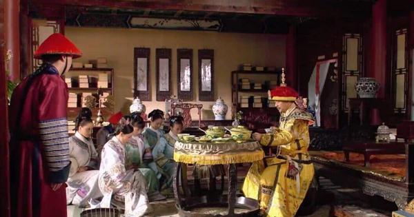 """老宮女回憶:皇帝早上""""洗龍溝""""她們都搶著伺候,有時候還搶不到"""