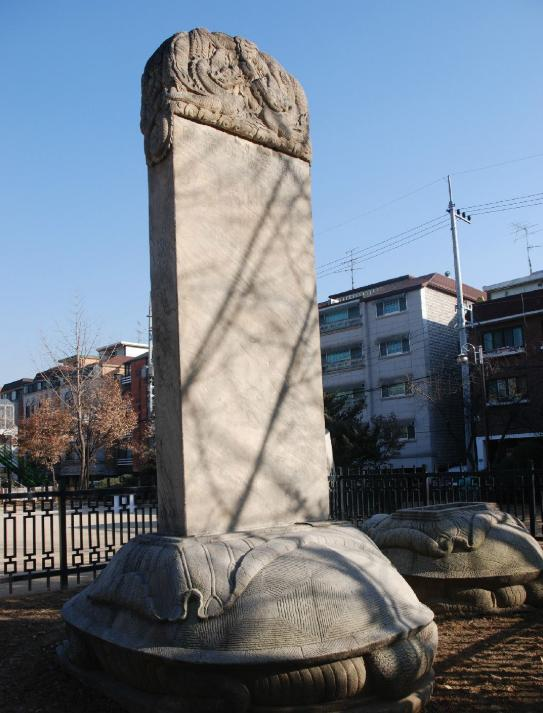 洪水沖出一塊石碑,韓國人將其它視為恥辱,政府卻要將它保護起來