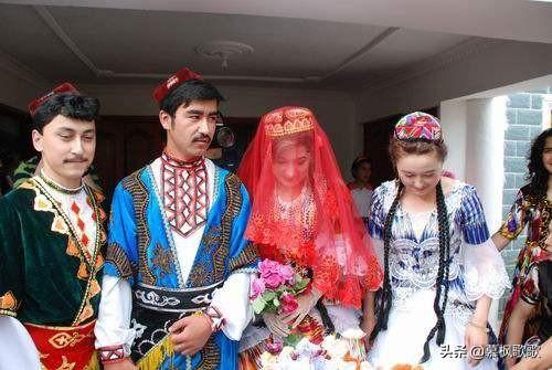 滿清有個政策,關于婚姻的,對漢人很有歧視,慈禧說:廢除吧