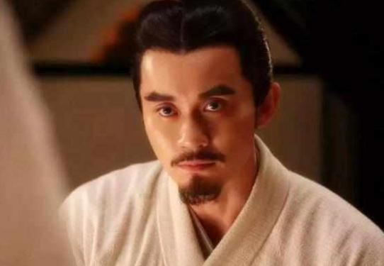 皇帝正玩得高興,皇后卻跑來抱怨,皇帝聽了之后就把她給賜死