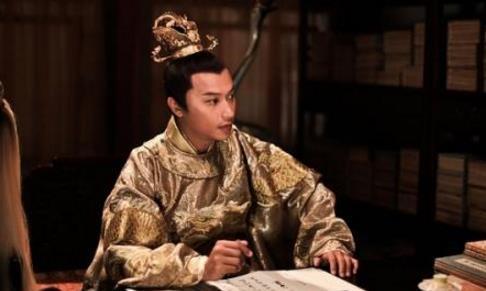 此人虽是皇帝,却不敢穿龙袍,不敢进后宫,也不敢自称&ampquot朕&ampquot