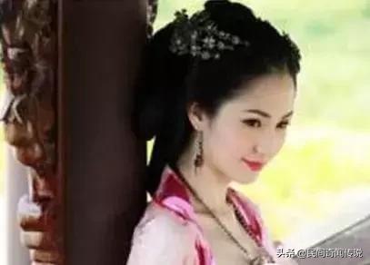 皇帝被殺后,軍官想要貌美的貴妃,貴妃卻說:寧愿死,也不服侍你