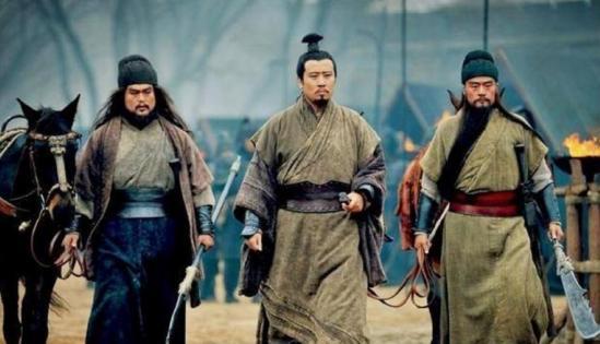 劉備一生最信任的人,無論去哪都帶著,不是關羽和趙云