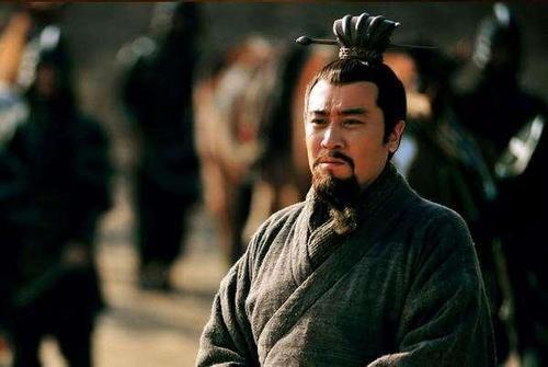 劉備到底是不是偽君子,魯迅曾說十四個字,揭露真相