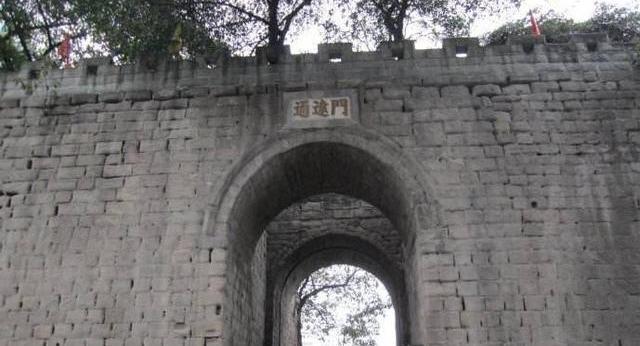 張獻忠?進攻重慶,將四川巡撫五馬分尸,還砍掉三萬多人的手臂